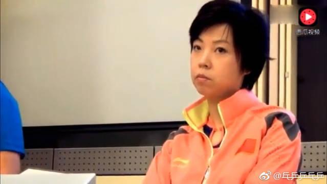 教练很委婉的夸了张怡宁一番后,偷偷看张怡宁,大魔王一脸冷漠