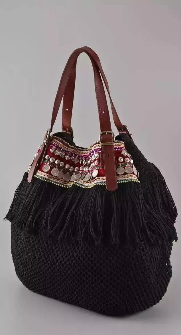 会钩编就是幸福,想要个包包,买根钩针和毛线,自己就能钩出来,要什么