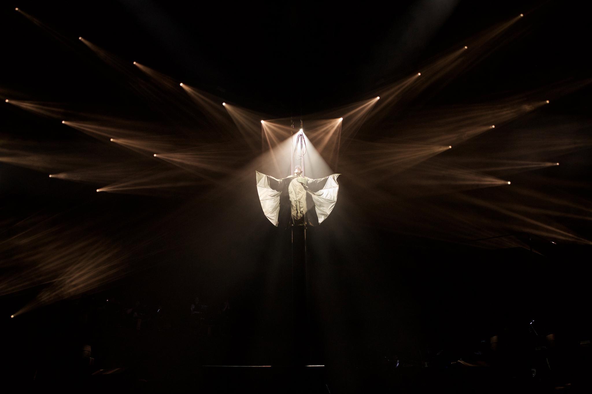 """《江南》《小瓶子》《不为谁而作的歌》全场大合唱的歌声中,jj林俊杰""""图片"""