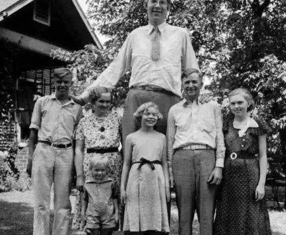 1935年,全世界最高的人罗伯特瓦德罗,他有2.72米.