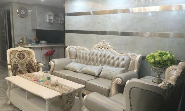 客厅整体布局,欧式沙发 欧式吊灯搭配上欧式大理石,轻奢气息扑面而来