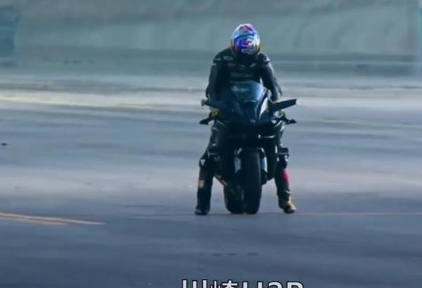 本世纪最贵的一场加速竞赛,车没跑过飞机,飞机没跑过摩托