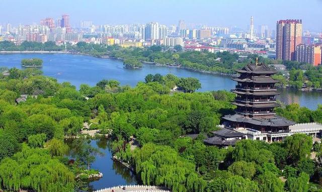 与趵突泉,千佛山并称为济南三大名胜,也是泉城重要的风景名胜,开放