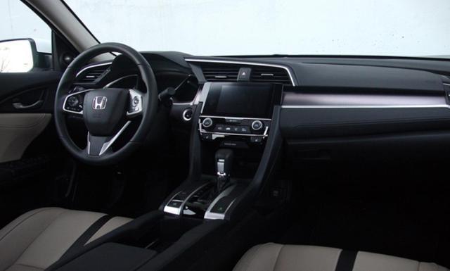 思域的仪表板美观,但信息娱乐界面有一些不足之处。 幸运的是,本田Civic标配了Apple CarPlay和Android Auto,为简化信息娱乐功能并使其更具可用性做了大量工作。底座LX车型配备了一个5英寸的LCD接口,虽然高端显示屏上没有功能按钮和旋钮。被动安全系统,如自动安全带张紧器和带翻转传感器的侧面安全气囊是所有型号的标准配置。配备手动变速器的Civics具有有限的主动安全功能,即防抱死制动,稳定性和牵引力控制,LED日间行车灯和多角度后视摄像头。