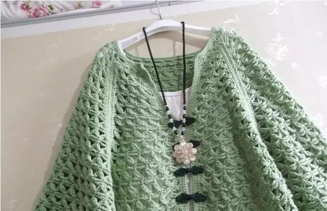 【编织技巧】|春天这款漂亮的斗篷毛衣简直美投标步奏图片