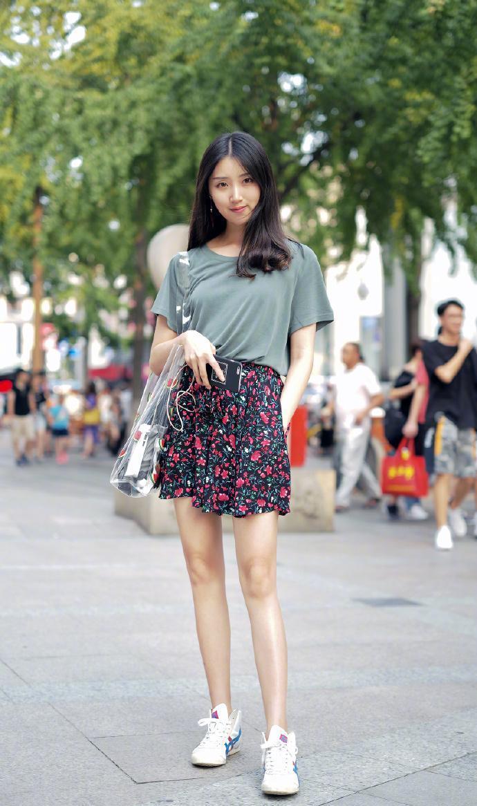 小个子女人短裤短裙搭配平底鞋小巧玲珑活力四射!