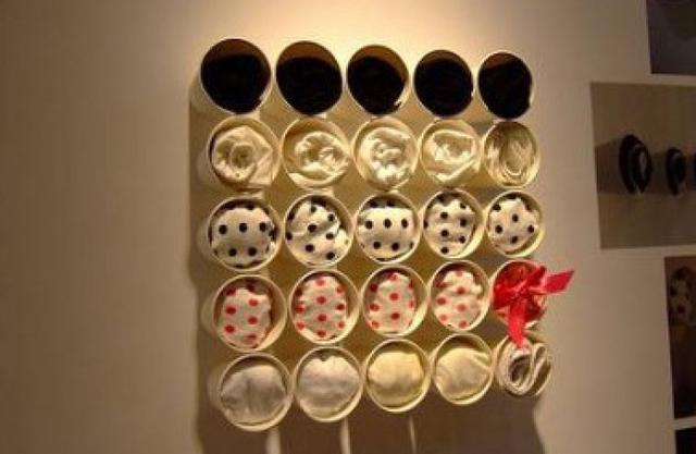 墙上,用来收纳一下简单的小东西,也可以用一个盒子将一次性纸杯收纳