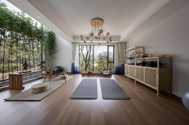 新中式风格装修 原木色的实木家具 仿佛把我们带入了自然界