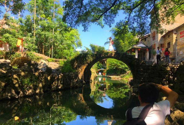 你站在桥上看风景,看风景人在楼上看你!诗意贺州!