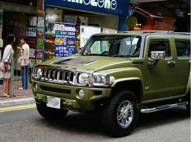 陈小春诉苦十年没换车,看到他的座驾后,网友:这还能怎么换?