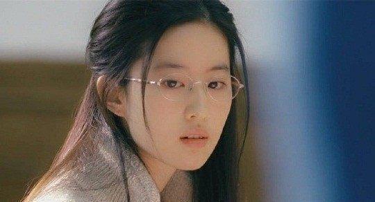 戴眼镜最好看的8位女明星, 迪丽热巴最冷, 赵丽颖最萌