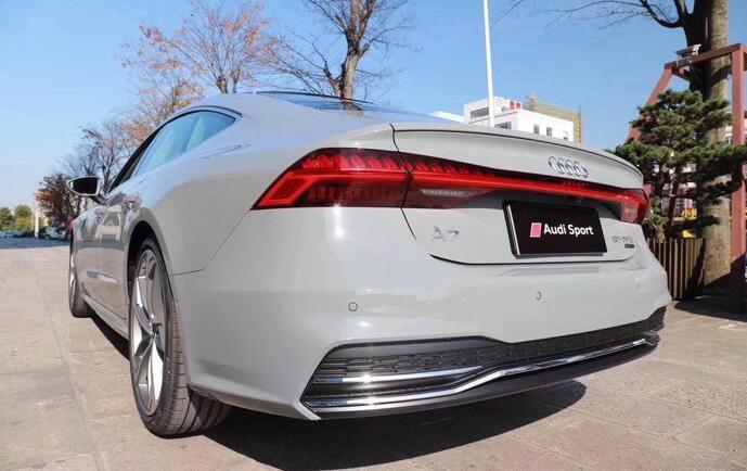 首台19款奥迪A7到店实拍,水泥灰色太帅,预售价或与奔驰CLS持平