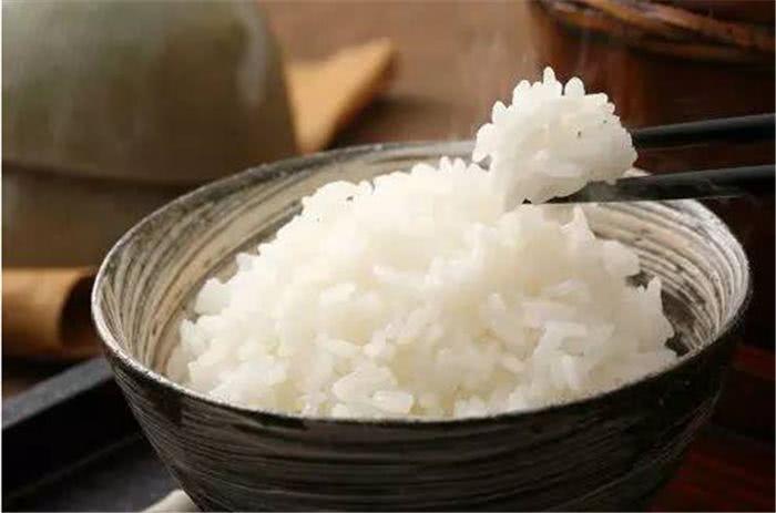 外国网民:为什么中国人能用筷子吃米饭?老外的