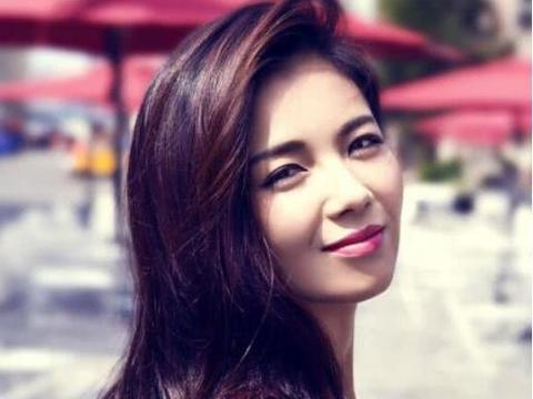 刘涛也开始直播,第一次用不小心关掉美颜,所有网友沸腾了!