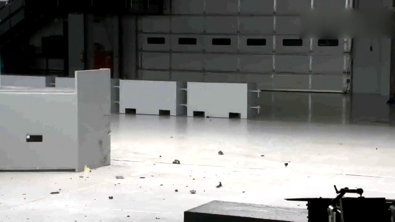 沃尔沃S90的小重叠碰撞测试,这安全性不服不行!