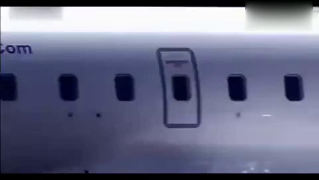 视频:动力惊人,路虎神行者2轻松拖着飞机遛弯