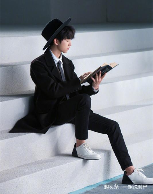 王俊凯和许魏洲,同穿黑色西装,网友:这气质可不止差5岁图片