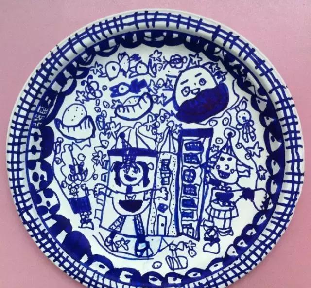 幼儿园创意美术绘画:中国风纸盘青花瓷,瞬间被它的艺术所折服