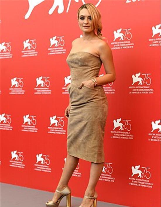 比较自百家号第75届威尼斯电影节:卡洛琳娜转载肉的电影图片