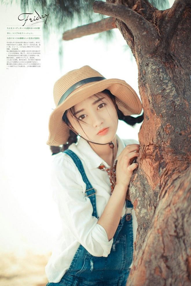 戴帽子俏皮美女背带裤牛仔清纯户外阳光迷人粉美女恩柔图片