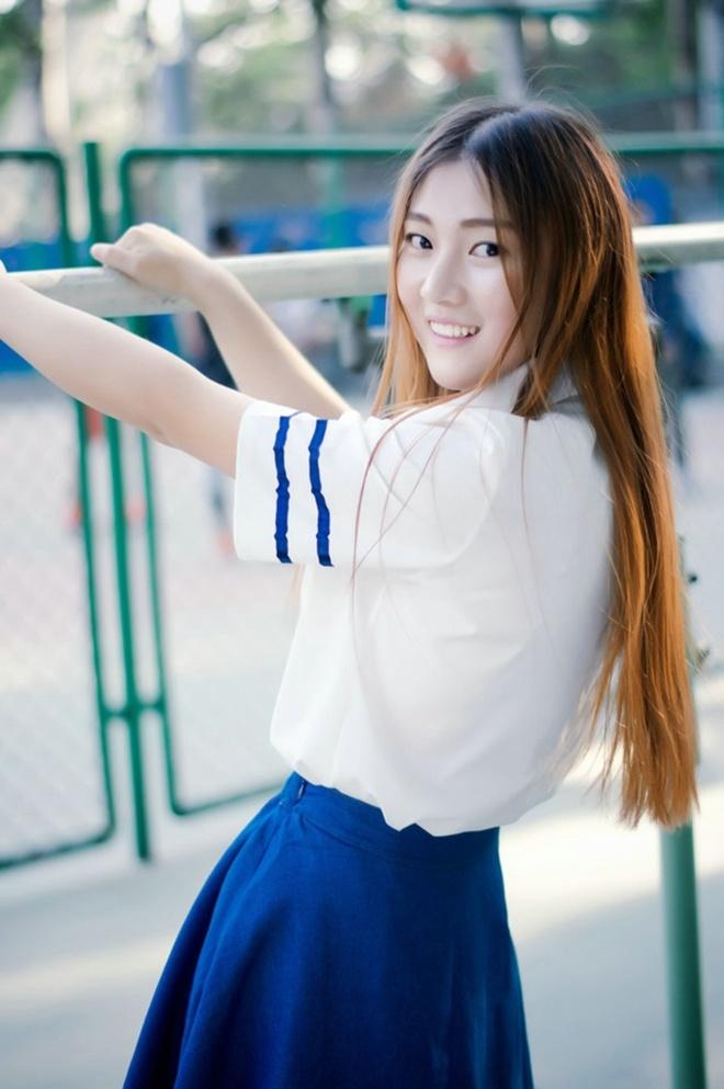 楚楚动人清纯学生妹可爱校服清新阳光郊外俏皮唯美写真