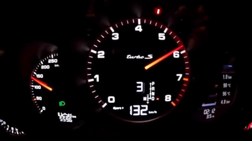 撩妹不如撩车 保时捷911 Turbo S和法拉利812...