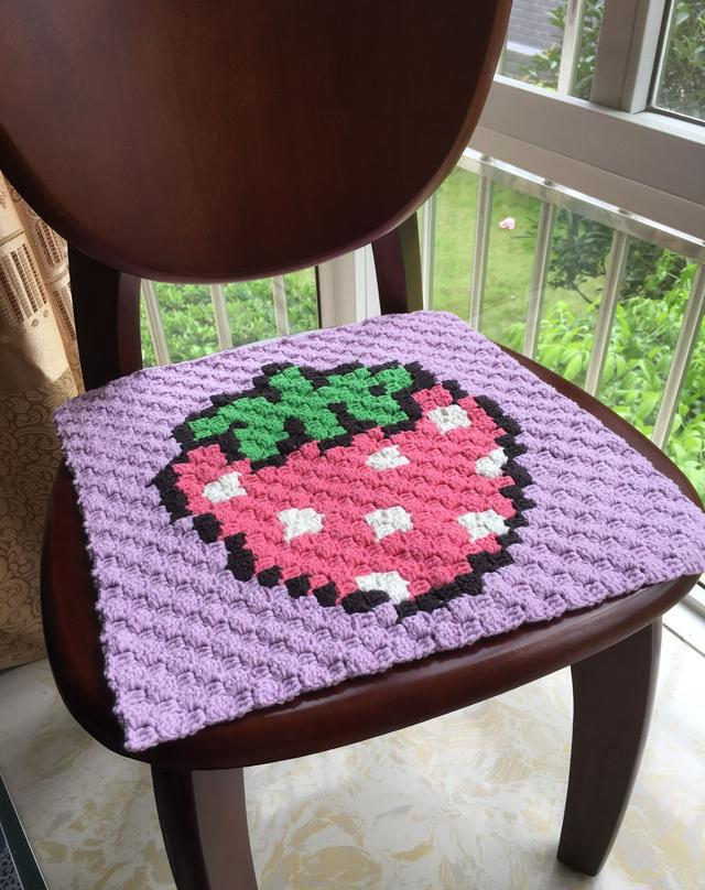 钩针对角线编织方法——草莓图案坐垫