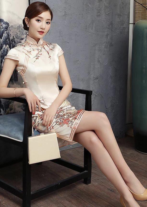 漂亮的旗袍美女!