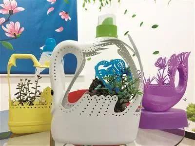 洗衣液酒瓶不要扔,剪一剪,最制作个性的花盆,比买的好看多了图片