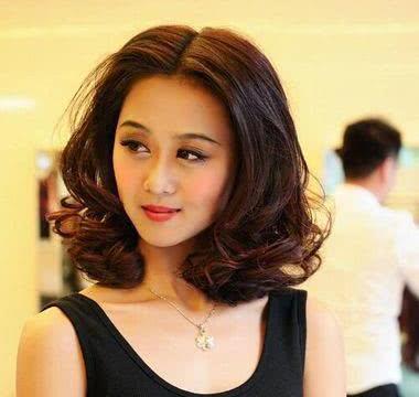 12款中年女人显脸瘦的气质短发发型!图片