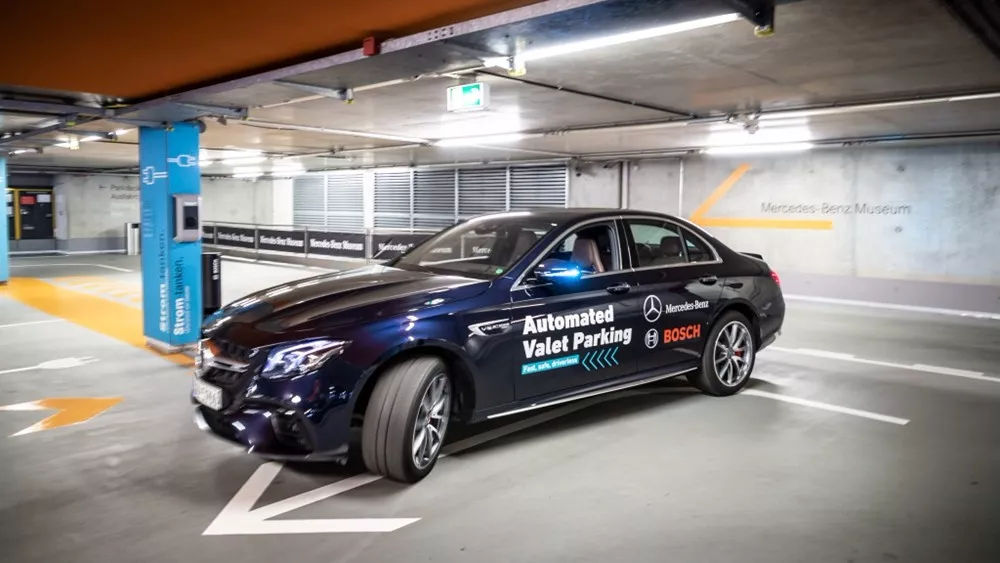 为了停车,每人每年要花费55个小时?奔驰推出革命性智联停车服务