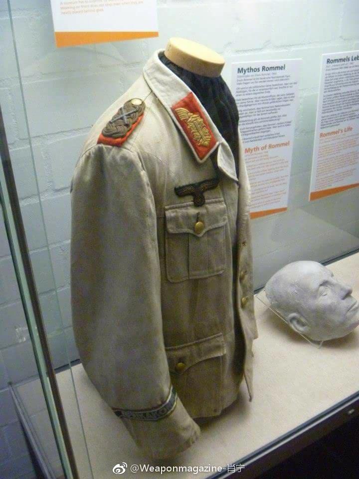 德国博物馆展出的隆美尔生前穿过的非洲军军服和死后脸部倒模.图片