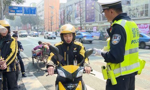双流这些快递外卖小哥一天居然交通违法150余起……遭罚惨!