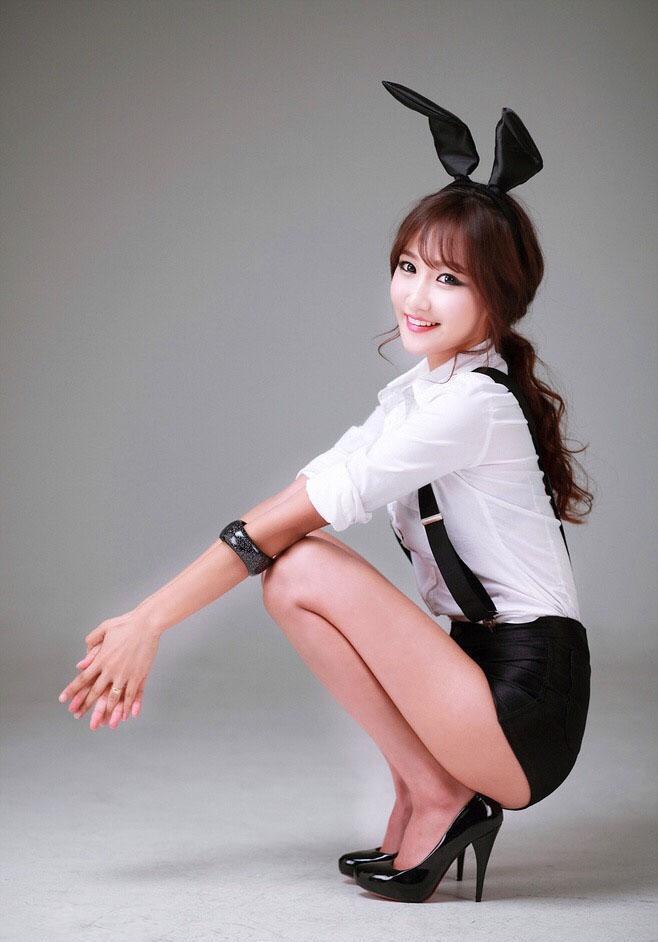 美女高跟鞋美女xiao短裙图片