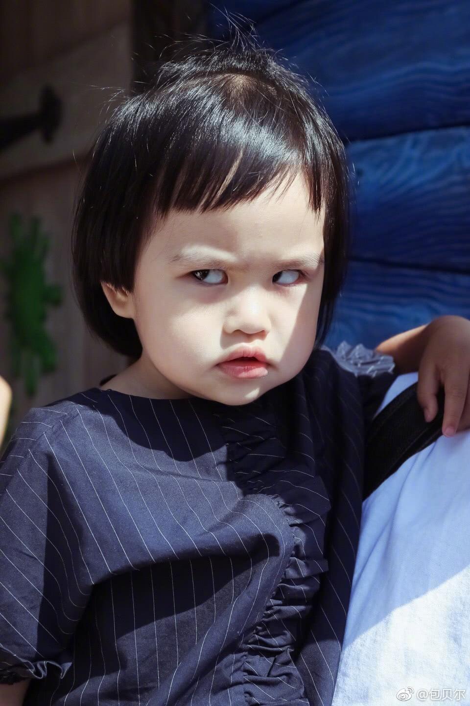 包文靖晒饺子最新近照,皱眉嫌弃的表情亮了!每次拍照都接地气图片