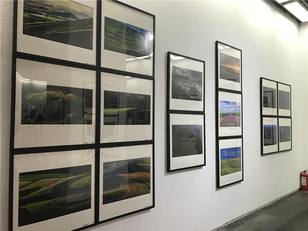 以影像记录扶贫 当代优秀摄影家作品巡展亮相西安美术馆