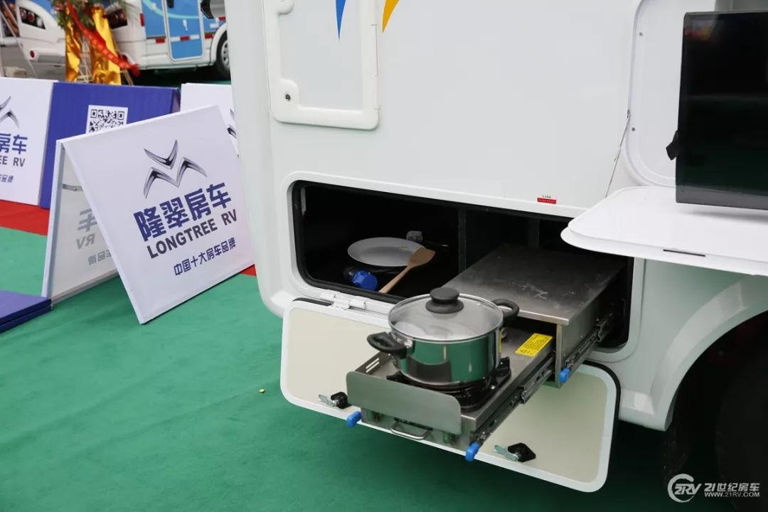 配备500Ah电池300L净水箱 隆翠房车欧胜8AT车型将亮相成都房车展