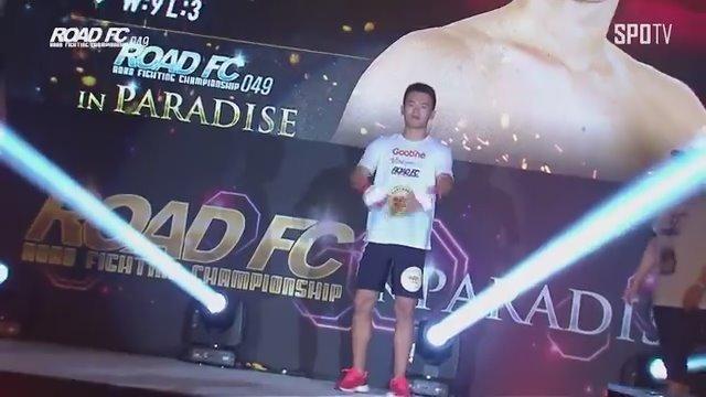 8月 18号 在韩国举办 XIAOMI ROAD FC 049 IN PARADISE黄振月在第一