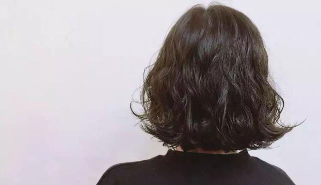 今天小编就给大家安利几款时尚的烫发发型,换了以后保证你焕然一新,漂图片