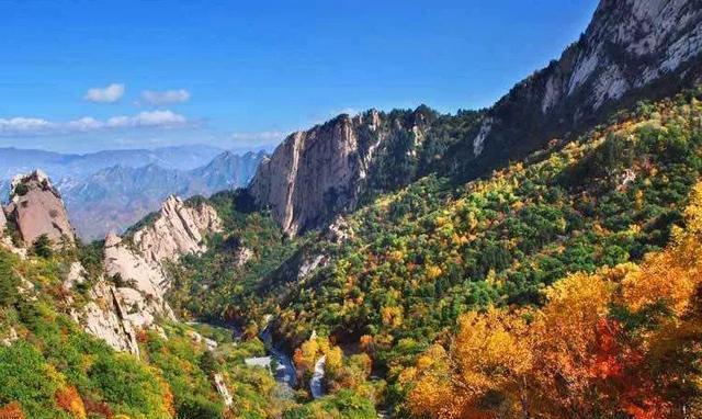 这是一个山水组成的梦幻之地,无论山形地貌抑或气脉云势,都达到了风水