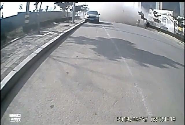 突发!山东烟台一火锅店爆炸 气浪当场掀翻路人