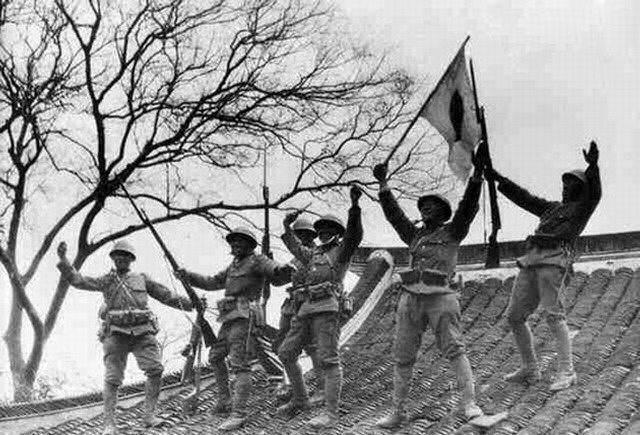 14张老照片 直击抗战时期日本鬼子进村扫荡无恶不作的