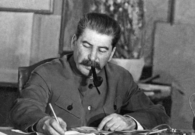 """如果你不懂如何与领导相处,请学斯大林身边的这个""""大红人""""图片"""