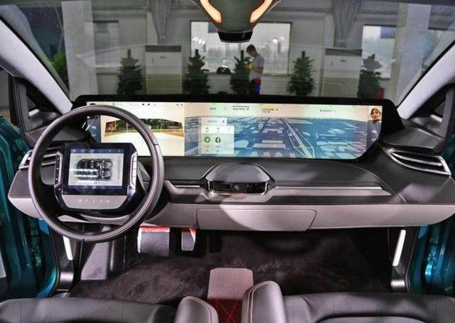 """这才是""""最炫SUV""""上车刷脸,中控配49英寸巨屏,充电跑520公里"""