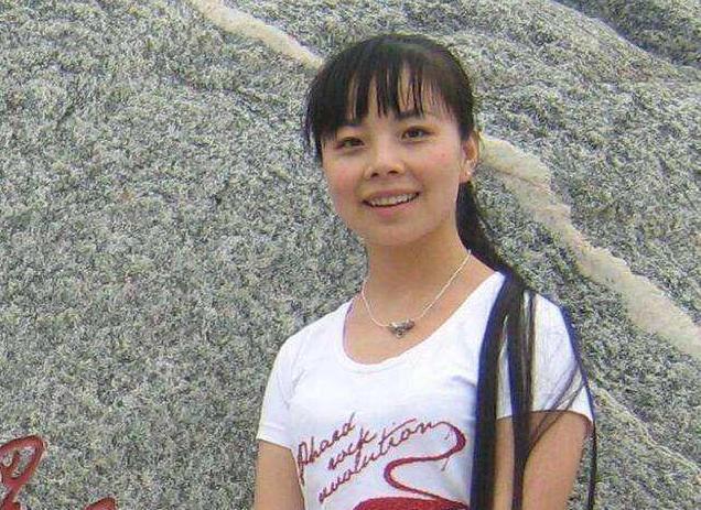 """32岁王二妮生活照,被陕北人誉为""""无冕之王"""",今逆袭成时尚女神"""
