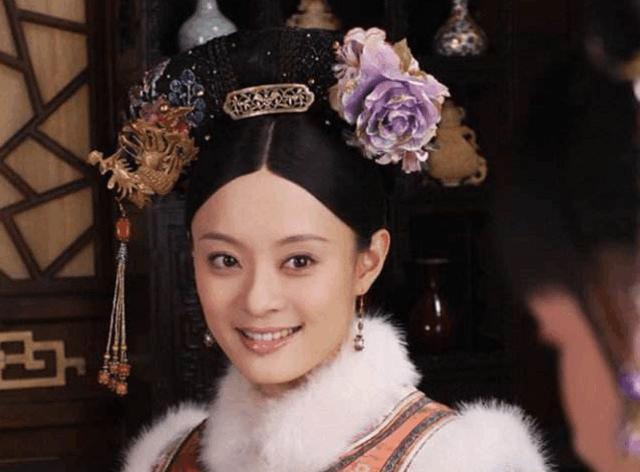 杨幂,赵丽颖拍清宫剧温婉清纯,唐嫣的发型让她穿不了头发烫批减个短发图片