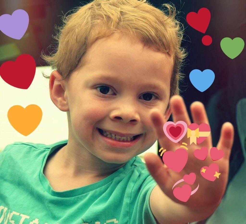 假笑男孩开微博假笑爱心的表情包图片店长大全好Gavin表情男孩点赞图片