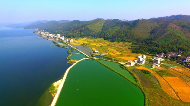 航拍广西曲樟乡秋季山水田园,人杰地灵的地方,美的让人窒息!