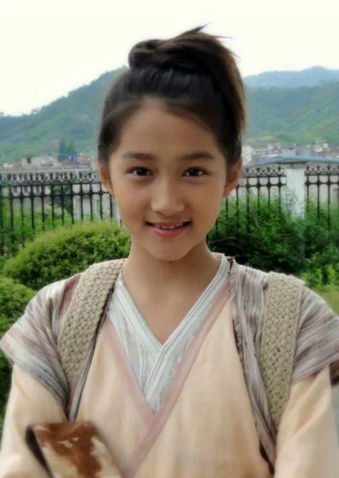 细数娱乐圈女童星出道明星现状:杨紫热恋中,徐娇自创品牌图片