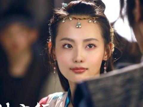 以铃铛为发饰的古装女子,张嘉倪灵动,胡冰卿仙,最美的是她!